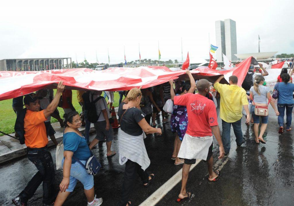 Quanto mais se envolverem os movimentos, melhor para a reforma política