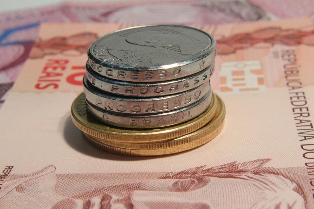 """Em """"papo reto"""": os pobres pagam muito porque os ricos não pagam quase nada"""