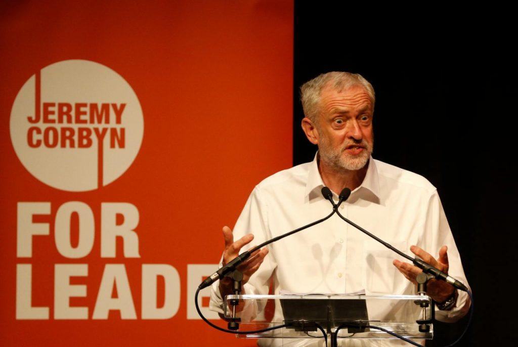 Jeremy Corbyn fazendo campanha pela liderança do Partido Trabalhista, em Edimbur