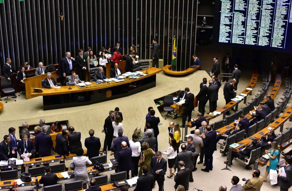 Sessão extraordinária na Câmara, sob a presidência do deputado Eduardo Cunha